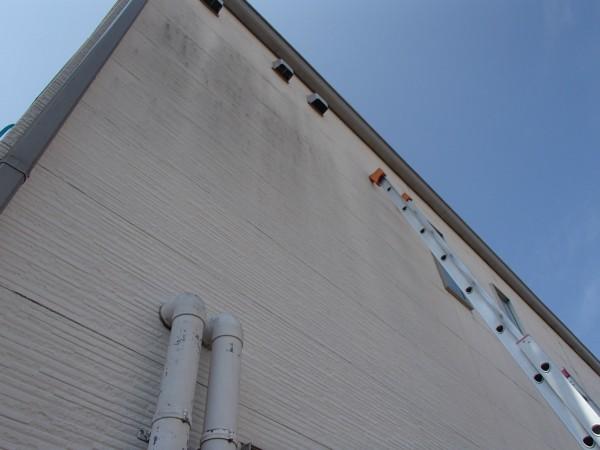 外壁を洗う