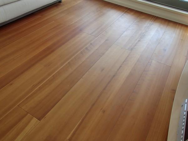 洗浄・乾燥後の床