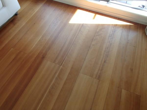 オイル塗布,マッサージ後の床