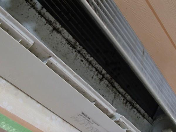 熱交換器と壁側化粧板