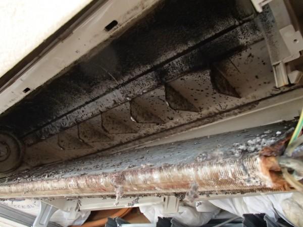 天井埋め込みエアコンの熱交換器