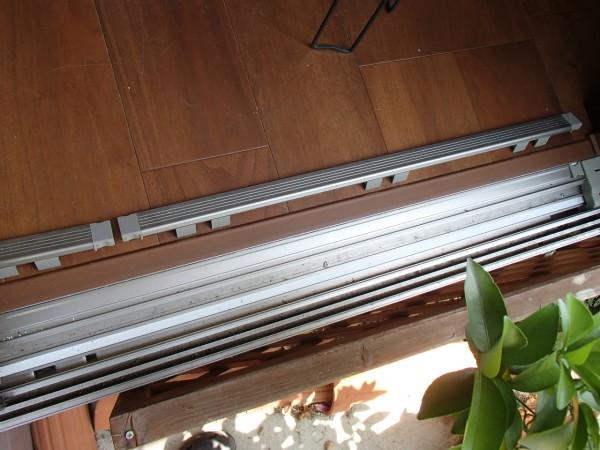 掃き出し窓のレール