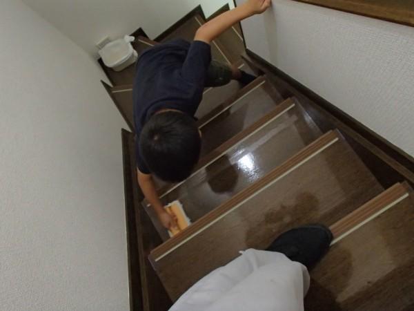 階段のワックス塗り