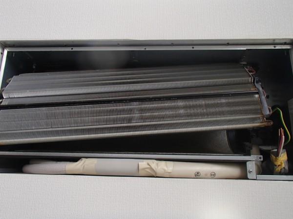 壁埋め込み型エアコンを洗う