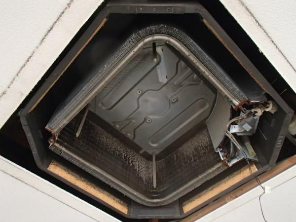 室内機の分厚い熱交換器