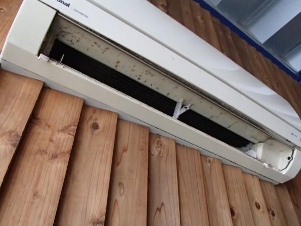 エアコンが内装壁面に埋まっている