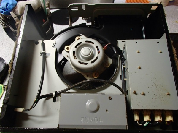 換気扇の主要パーツがまとまったユニット