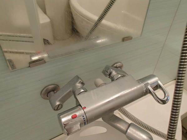 鏡と混合栓