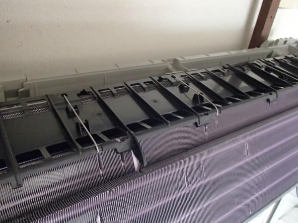 熱交換器を保持するパーツ