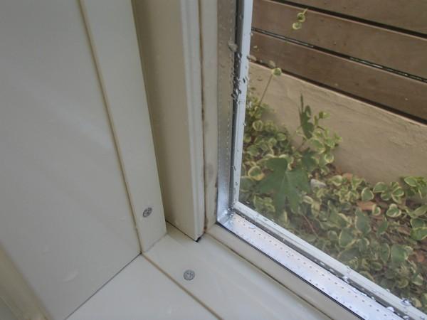 浴室窓枠のカビ