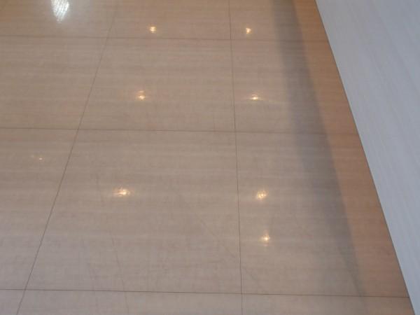 線傷のついた床