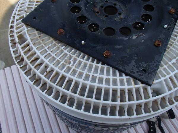 樹脂製底円盤のハニカム構造