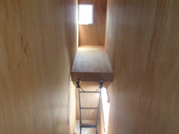 階段室の高所ガラス