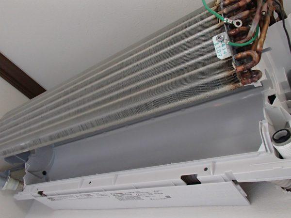 洗浄後の熱交換器と壁側ボディ