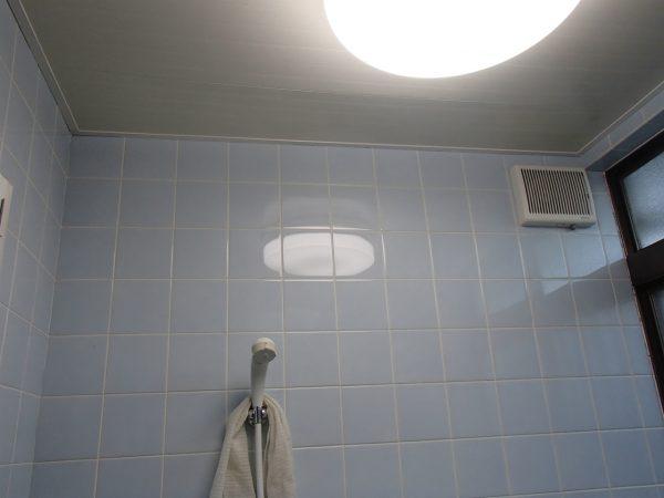 漂白でよみがえった浴室