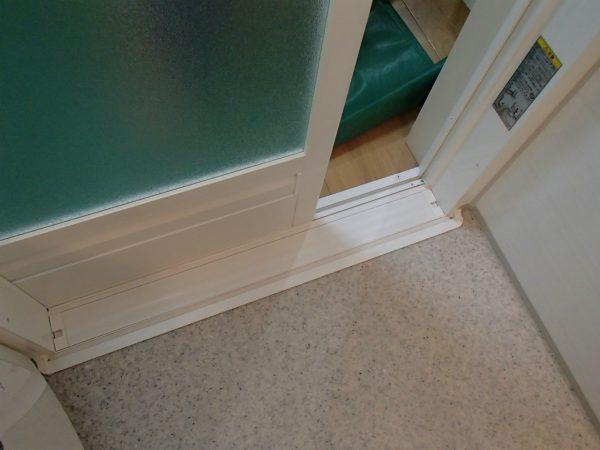 浴室ドアとレール