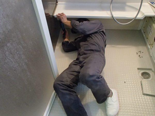 浴室カウンターの脱着