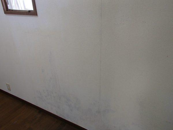 カスイとアルカリで洗ったキッチン壁面