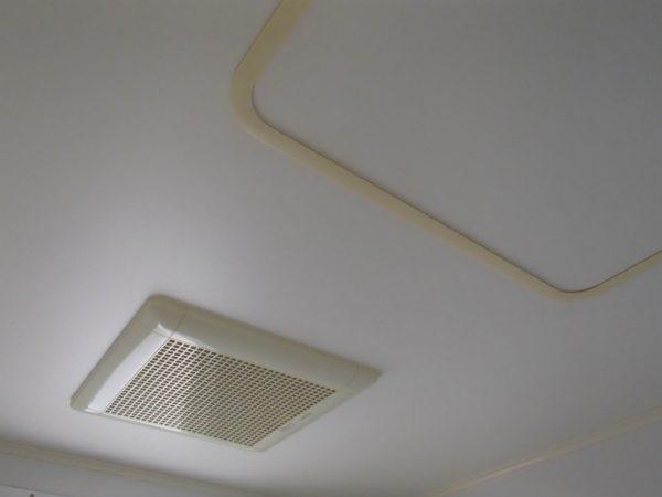 漂白除菌後の浴室天井