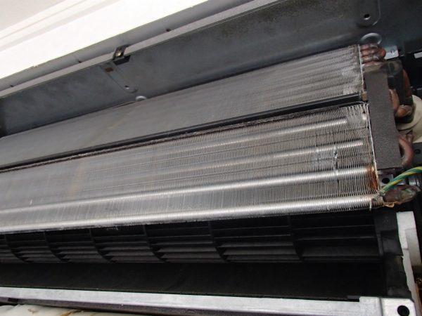 壁埋め込み型エアコン