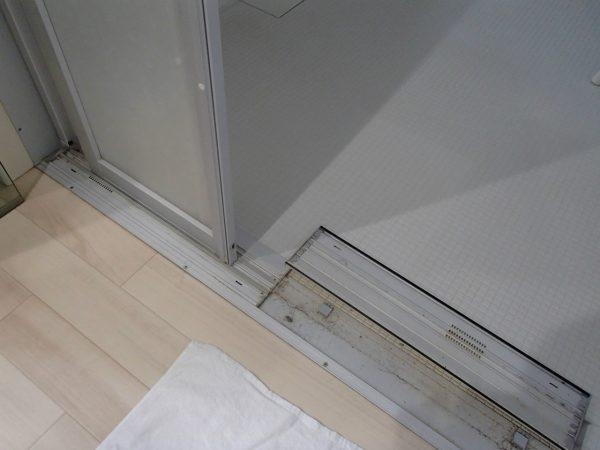 浴室ドアレール