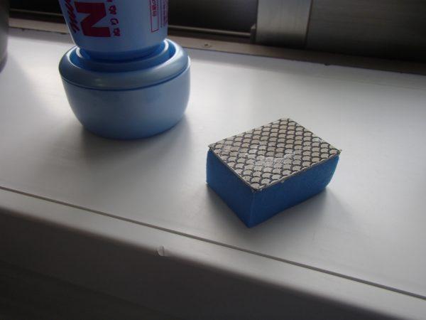 浴室鏡を磨くダイヤパッド
