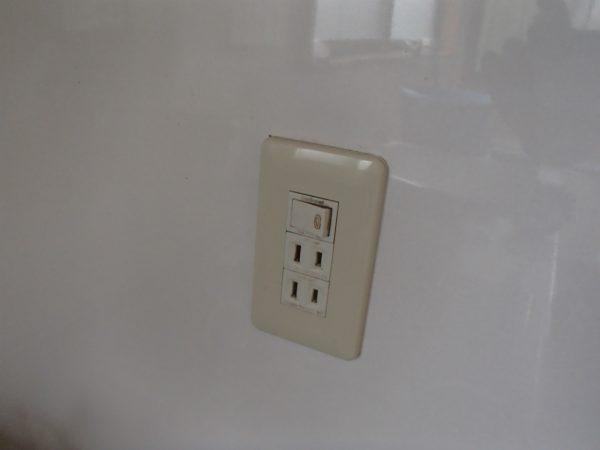 換気扇スイッチとコンセント