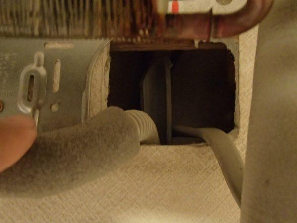 隠蔽配管のドレン経路