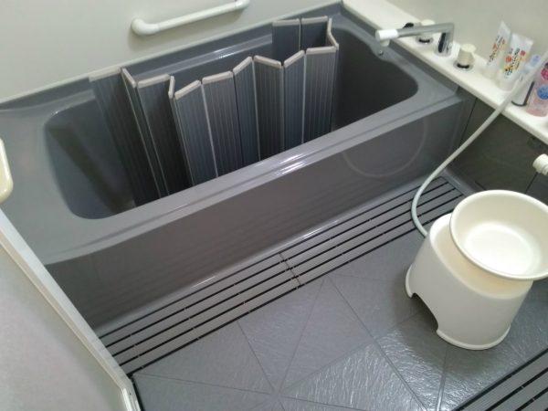 カビが無くなり,艶を取り戻した浴室