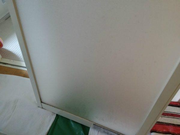 白くなったドア
