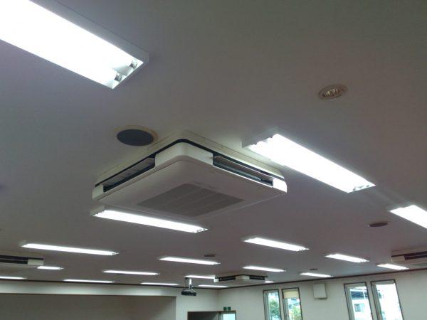 天井吊4台の設置状況