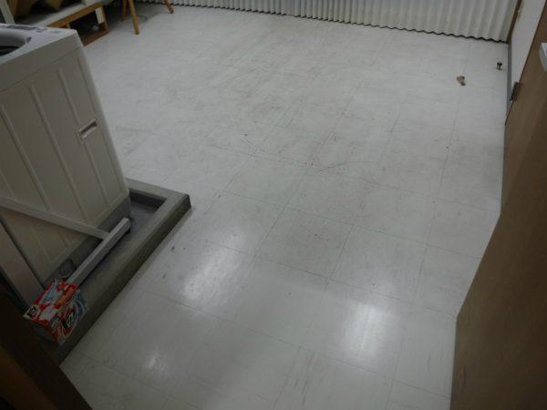 Pタイルの床