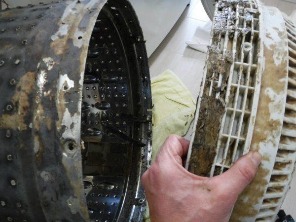 底円盤とステンレス槽の重なる部分