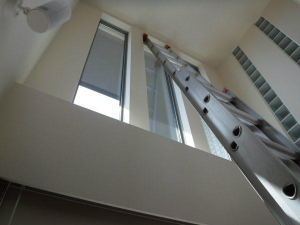 室内でははしご作業