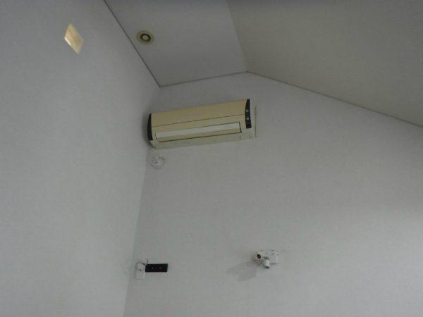 高所設置のエアコン室内機