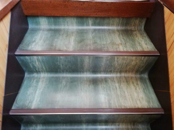 階段床洗浄前
