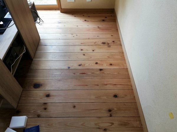 洗浄前の床