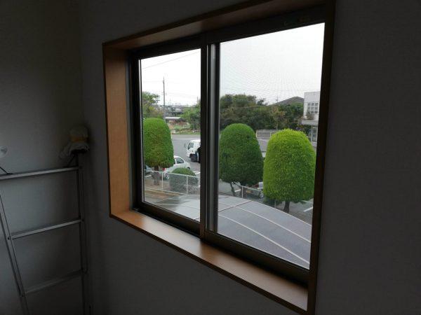 階段室窓ガラス
