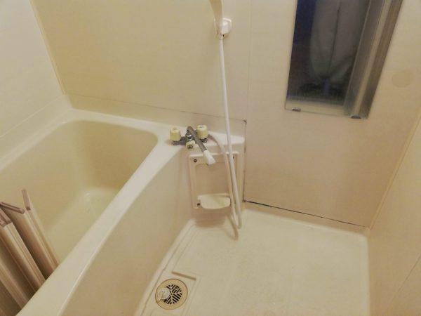 鏡とシャワー混合栓