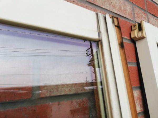 窓枠の重なり