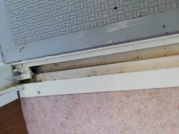 浴室ドア下部枠