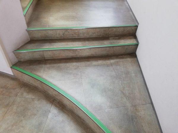 階段登り口