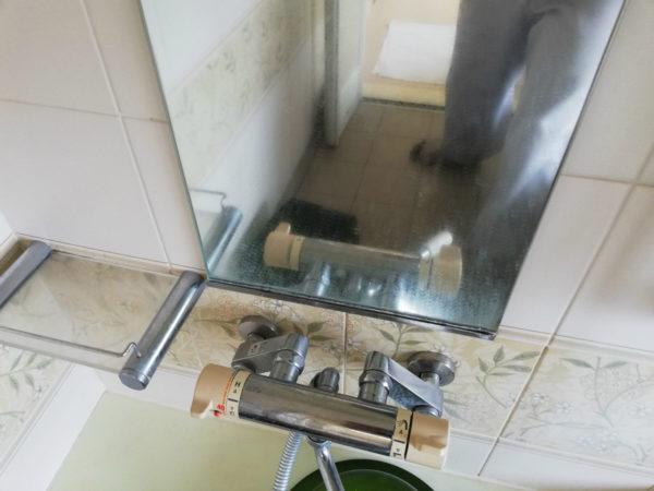 浴室鏡とシャワー混合栓