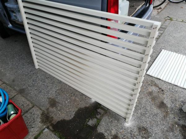エアコン手前の柵